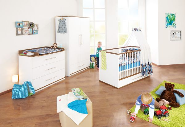 Kinderzimmer 'Tuula' breit, Nussbaum / weiß